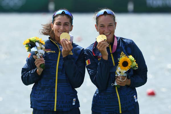 Ancuta Bodnar and Simona-Geanina Radis pose with their gold medals