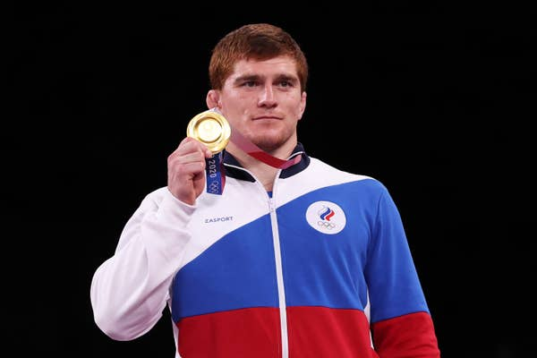 Musa Evloev of Team ROC poses with the gold medal
