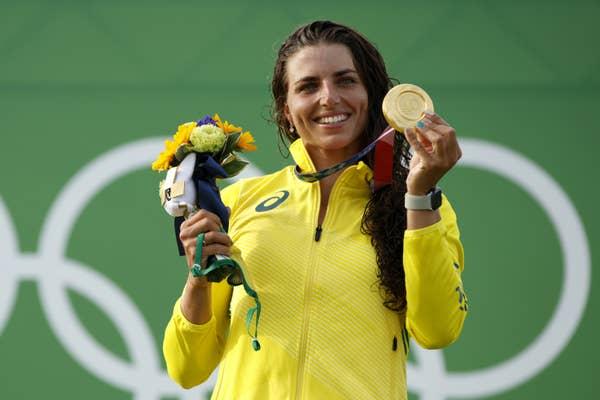 essica Fox of Team Australia holds gold