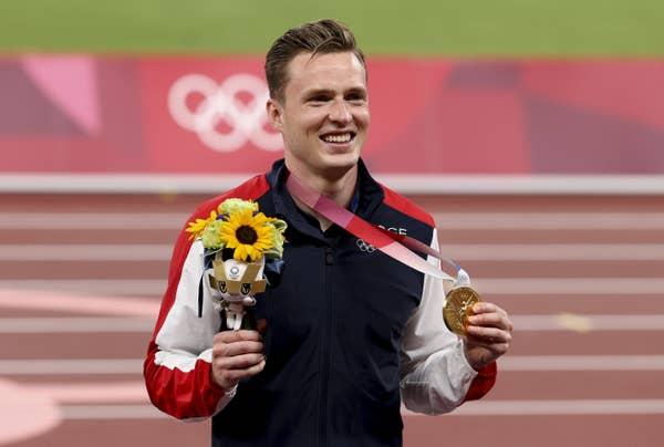 Karsten Warholm of Norway shows off gold medal