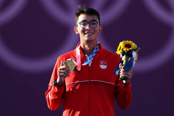 Mete Gazoz of Team Turkey poses with gold medal