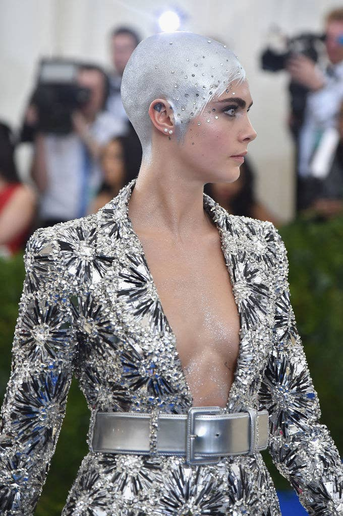 she painted her head silver for the 2017 Met Gala