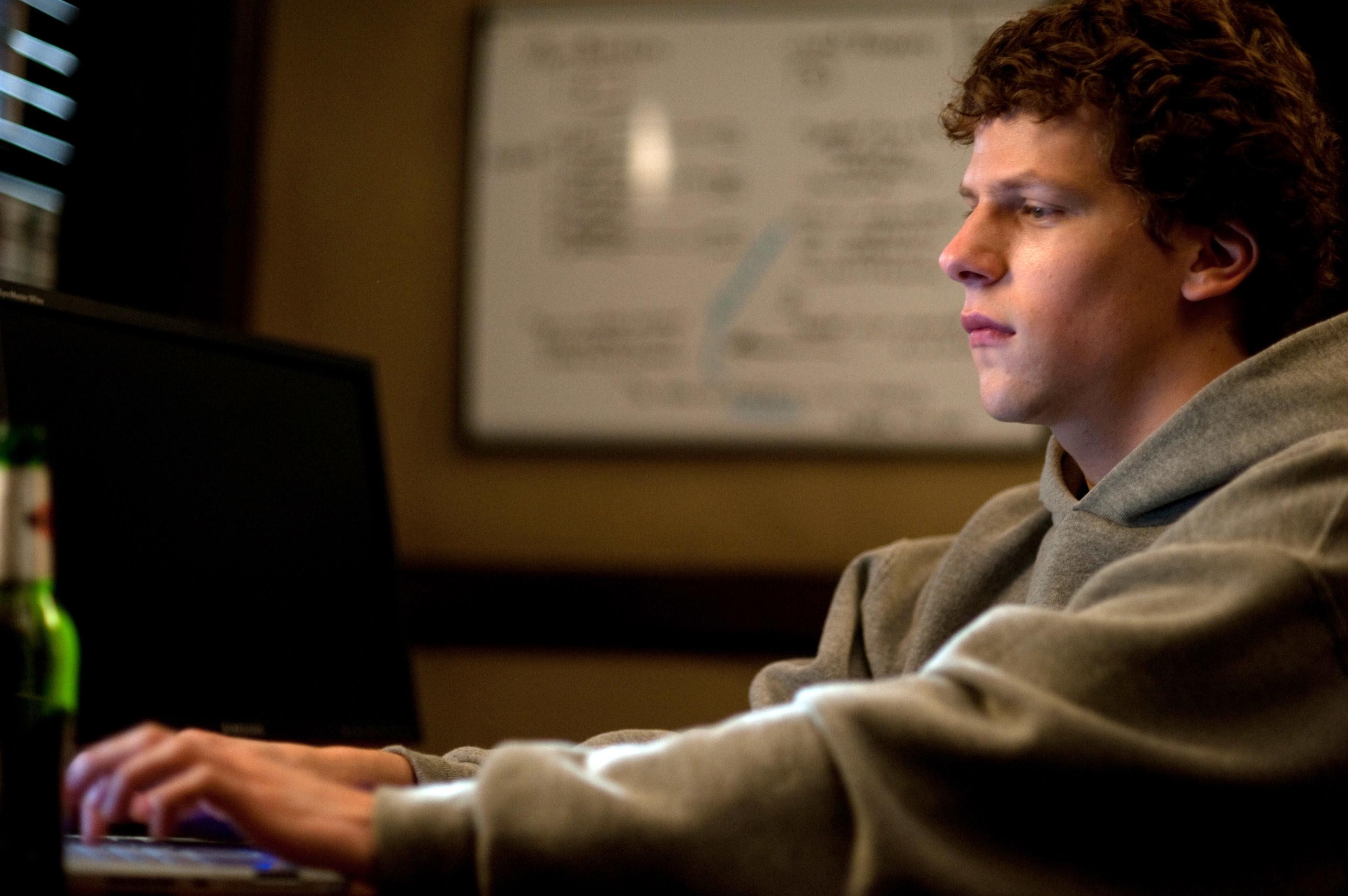 Jesse Eisenberg coding in The Social Network
