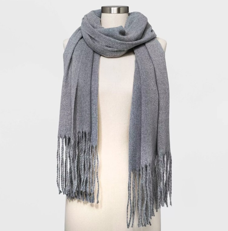 The scarf in grey