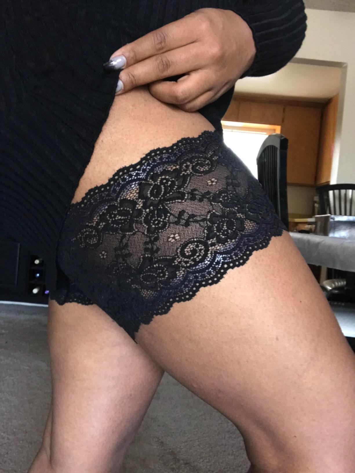 Reviewer pic wearing the thigh bands in black lace