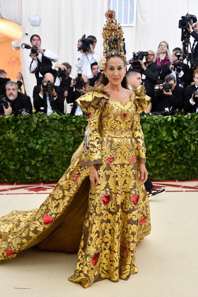 Sarah Jessica Parker arriving at the Met Gala carpet