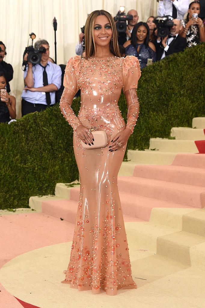 Beyoncéarriving at the Met Gala carpet
