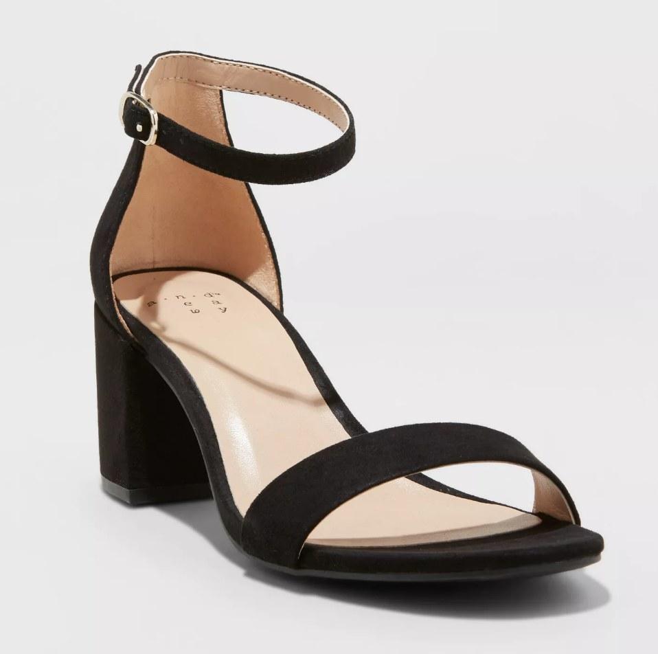 the heeled sandal in black