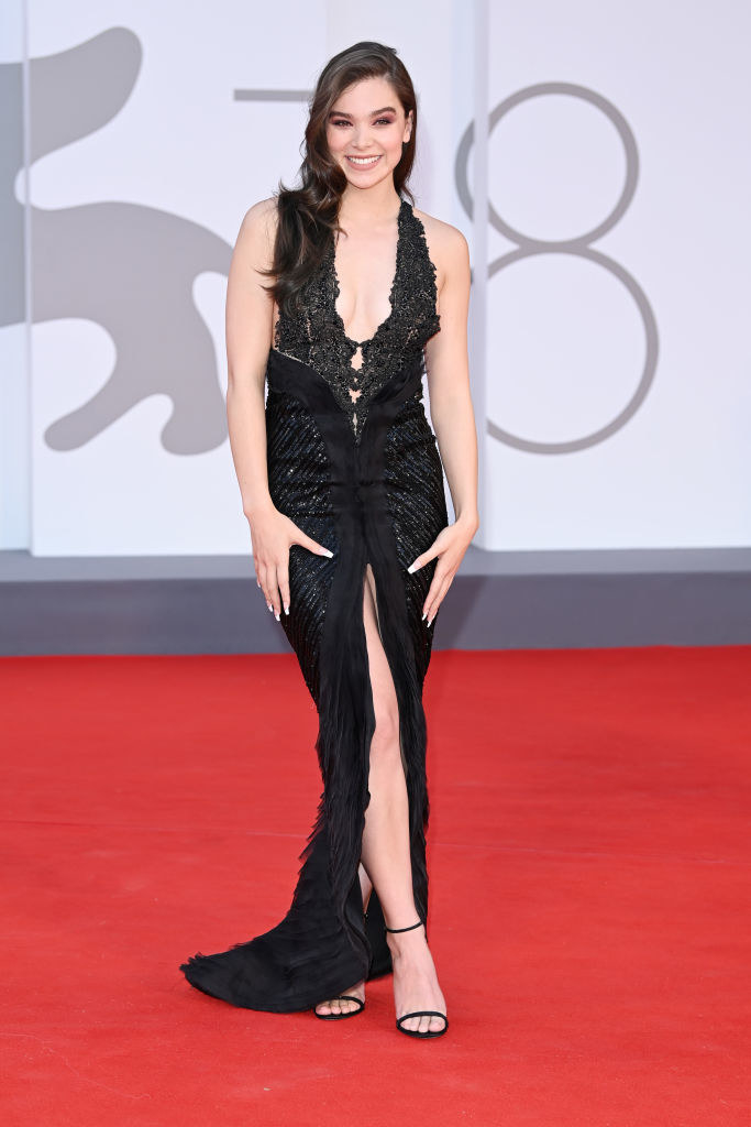 """Hailee Steinfeld attends the red carpet of the movie """"Competencia Oficial"""" in a slinky low-cut black gown"""