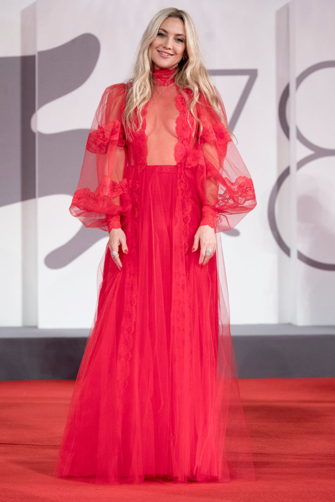 """Kate Hudson attends the red carpet of the movie """"Mona Lisa And The Blood Moon"""" in a sheer red gown"""