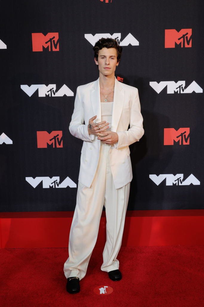 Shawn Mendes on the red carpet in an all-white suit