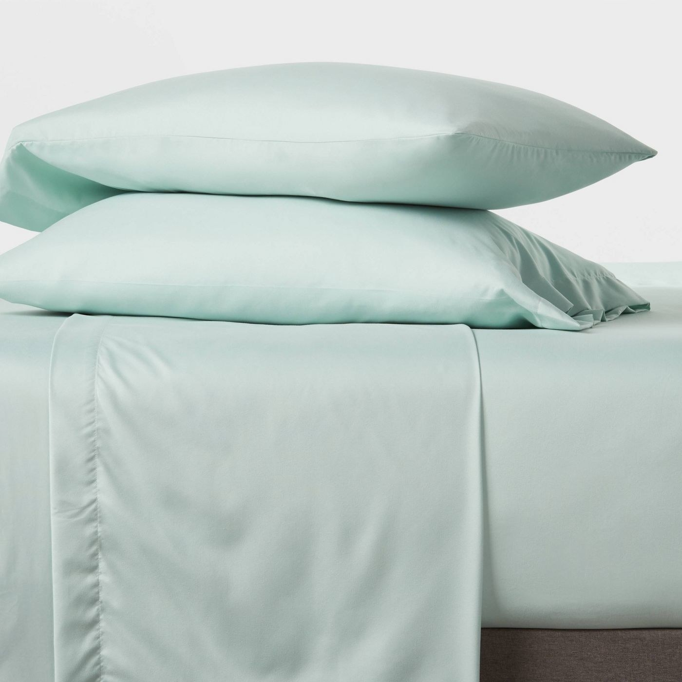the sheets in green