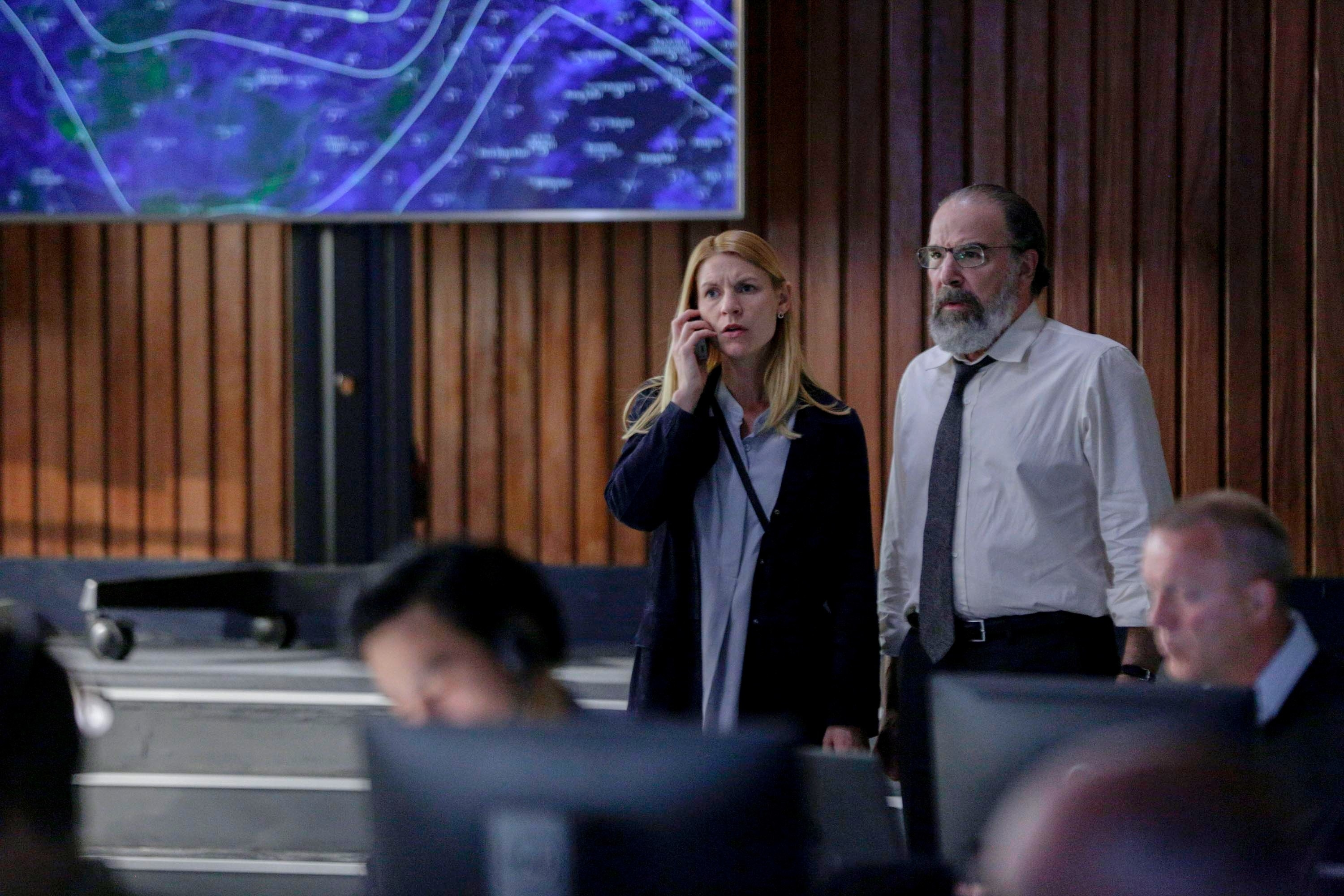 Claire Danes and Mandy Patinkin look worried in a room with computers