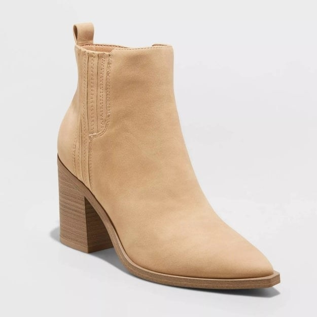 Beige bootie with pointed toe