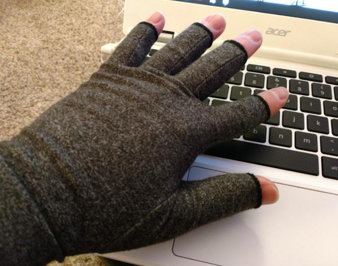 person wearing fingerless glove