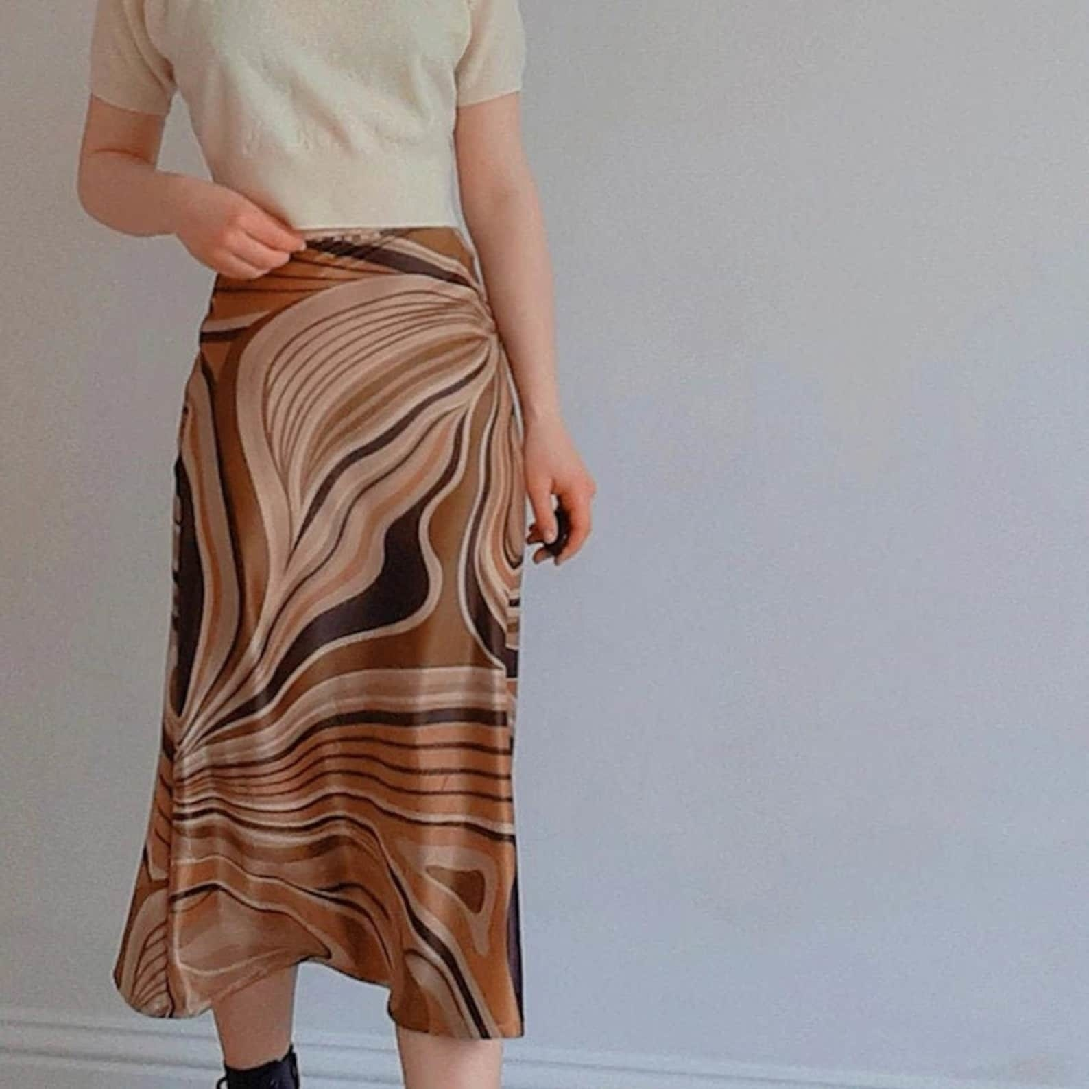 the marble-printed skirt with different hues of brown