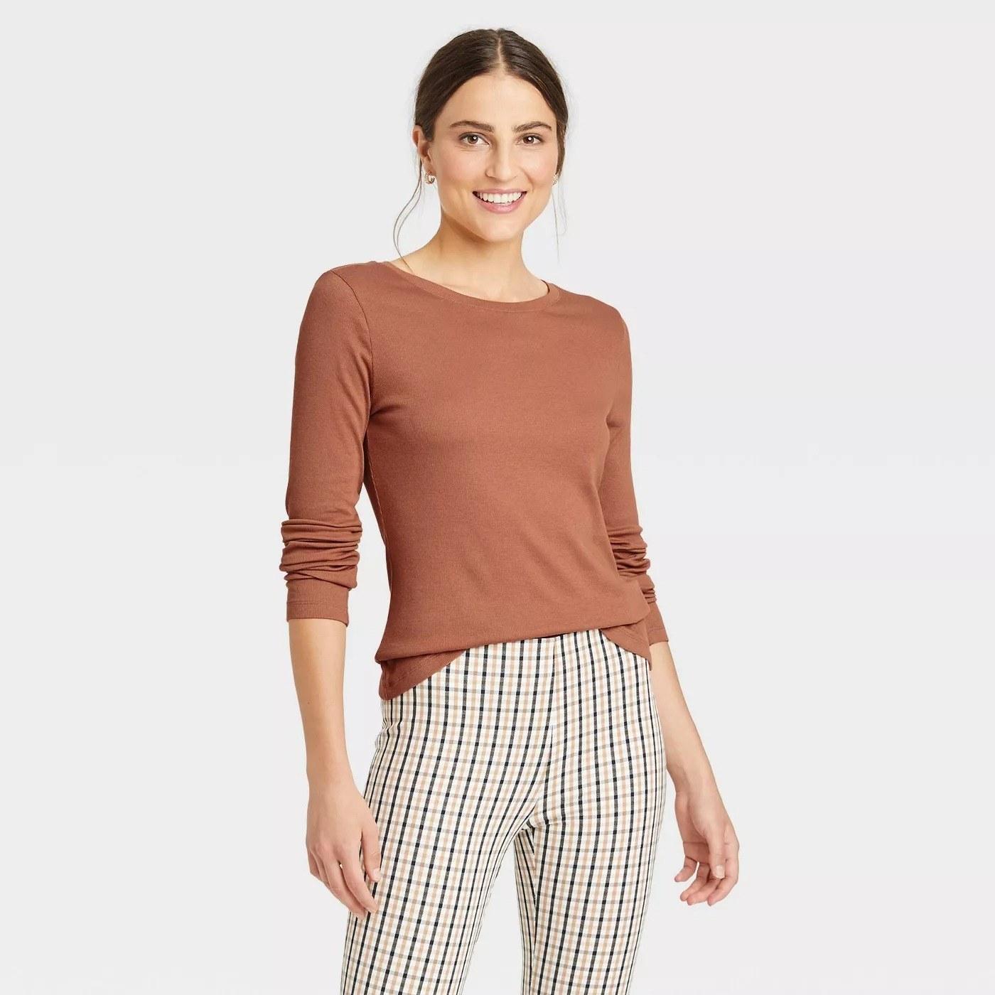 Model wearing brown long sleeve rib knit t-shirt