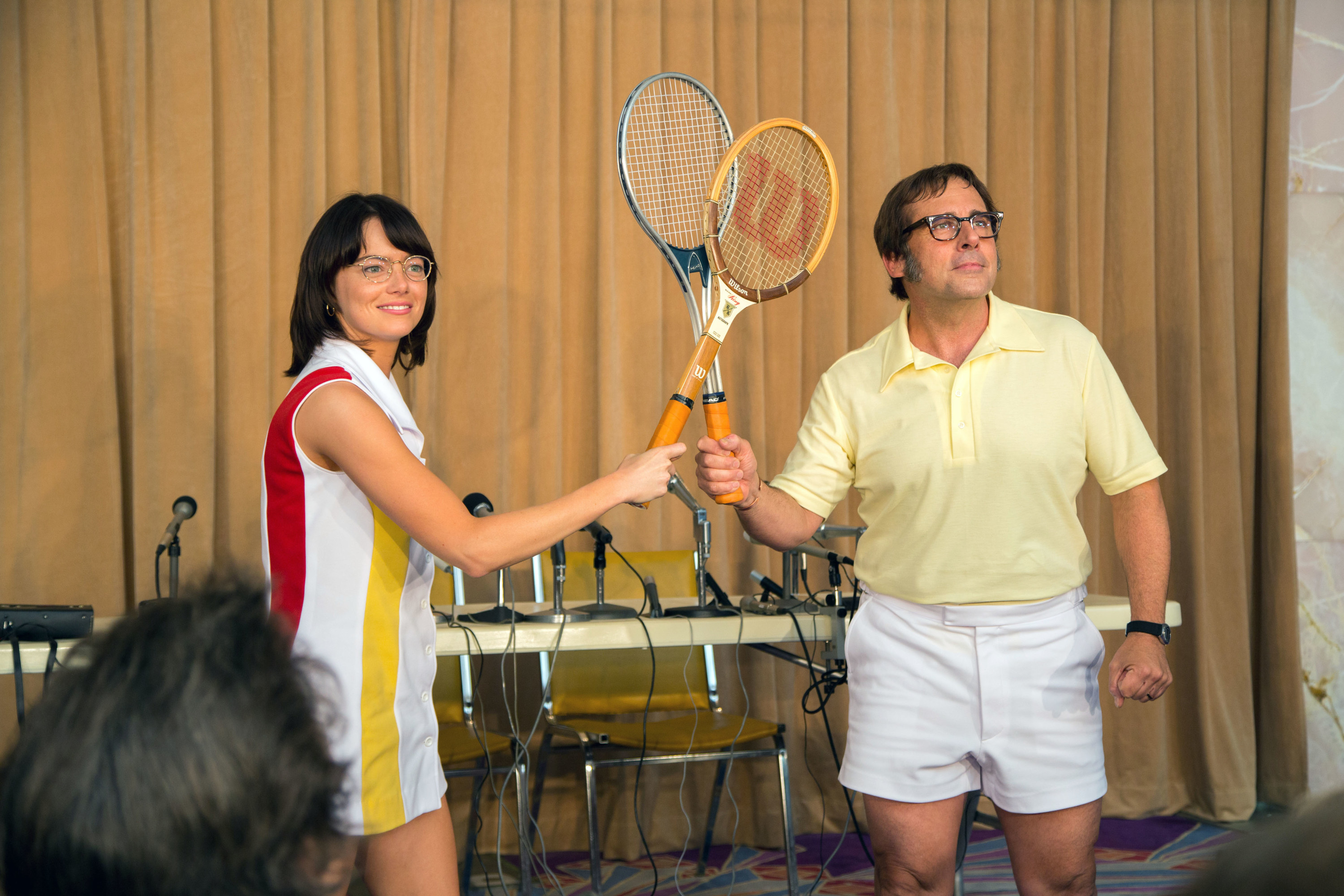Billie Jean king andBobby Riggs posing with their tennis rackets touching