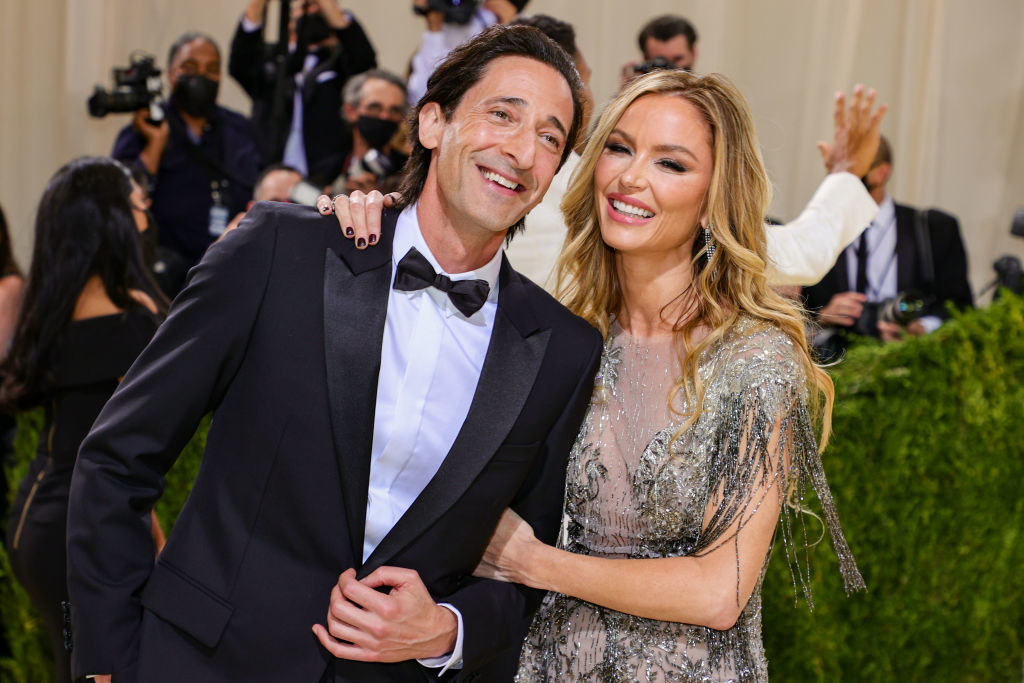A close up ofAdrien Brody and Georgina Chapman as they pose on the Met Gala carpet