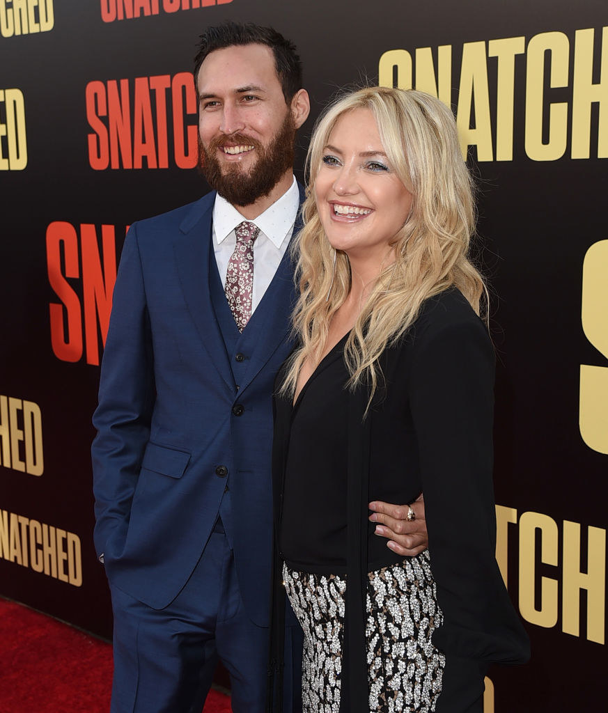 """Danny Fujikawa (L) and actor Kate Hudson attend the premiere of 20th Century Fox's """"Snatched"""""""