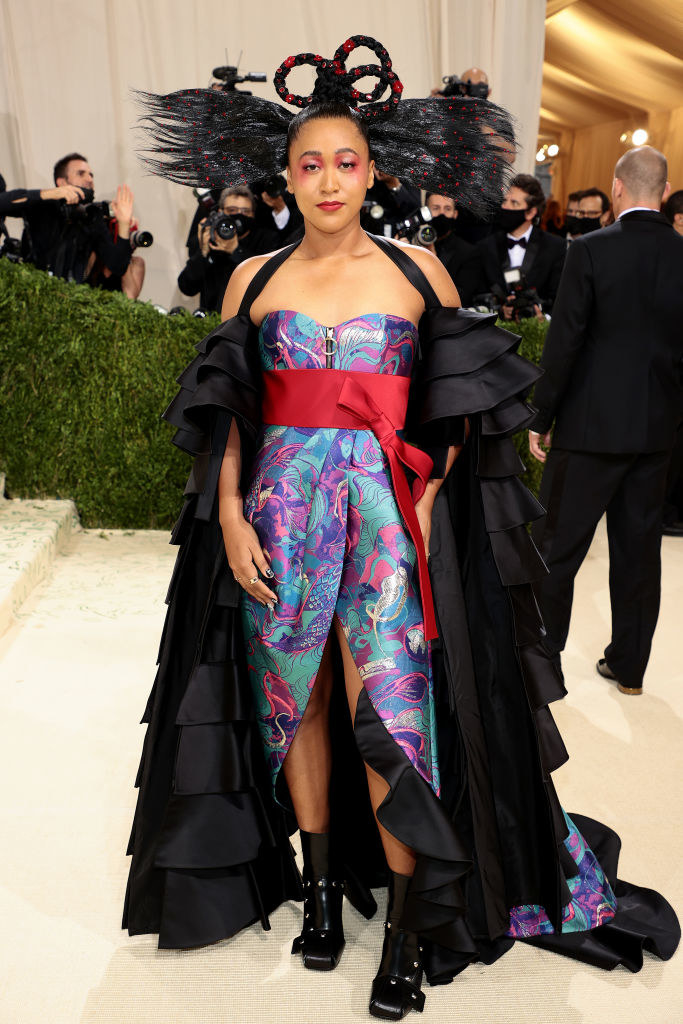 Co-chair Naomi Osaka attends The 2021 Met Gala in a printed dress with a structured bodice and matching cape