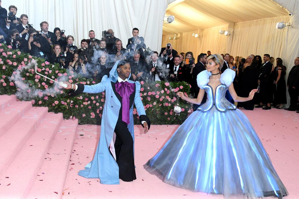 Zendaya wears a ballgown that lights up when her stylist waves his wand