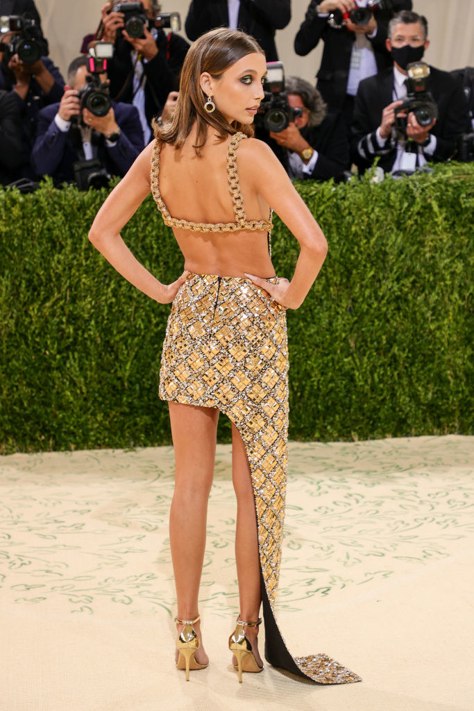 Emma Chamberlain shows off the square cut out on the back of her gown