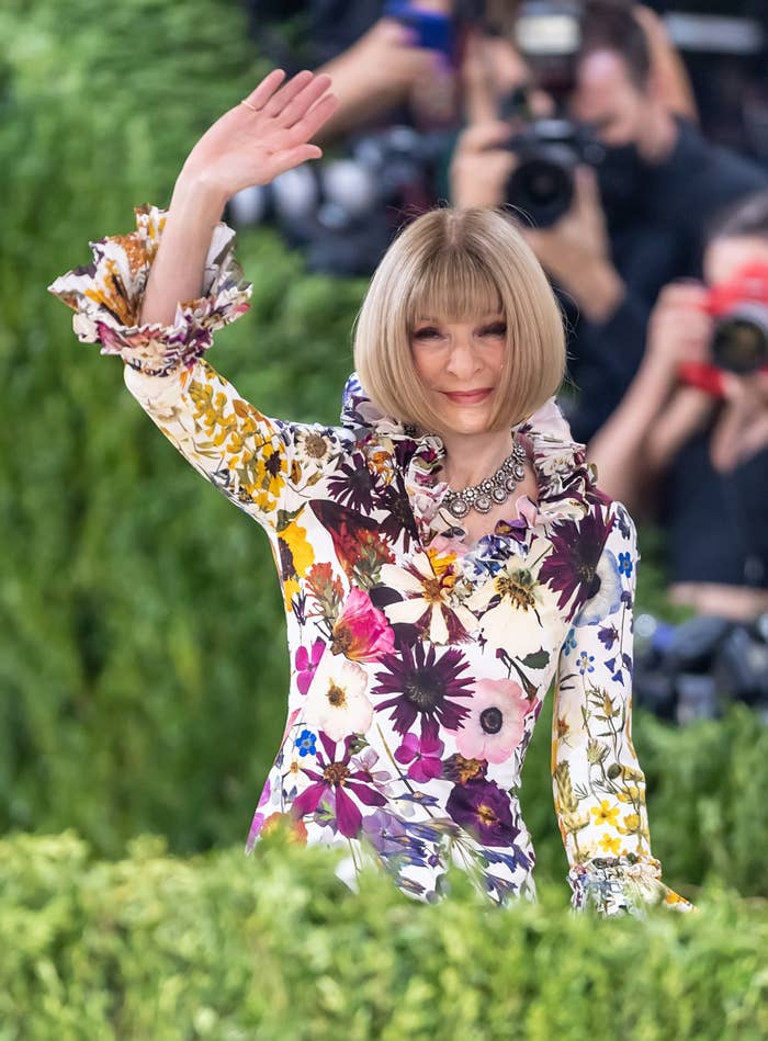 Anna Wintour arrives and waves