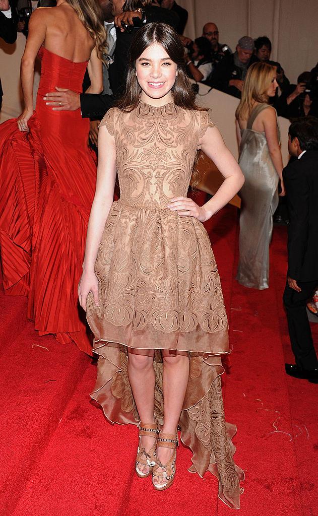 Hailee wore a sweet hi-lo dress