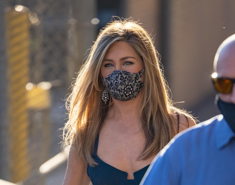 Jennifer Aniston wearing a face mask outside
