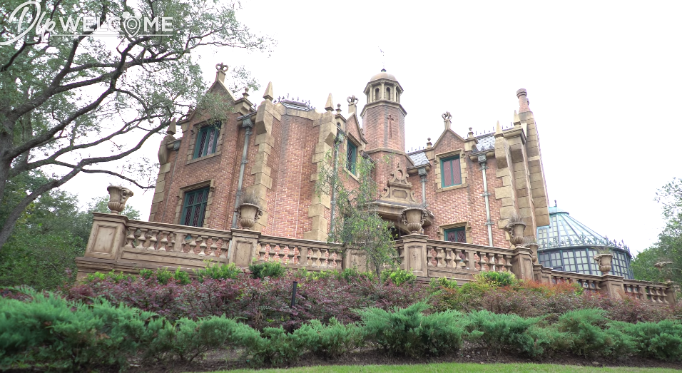 Exterior of the Haunted Mansion in Disney World