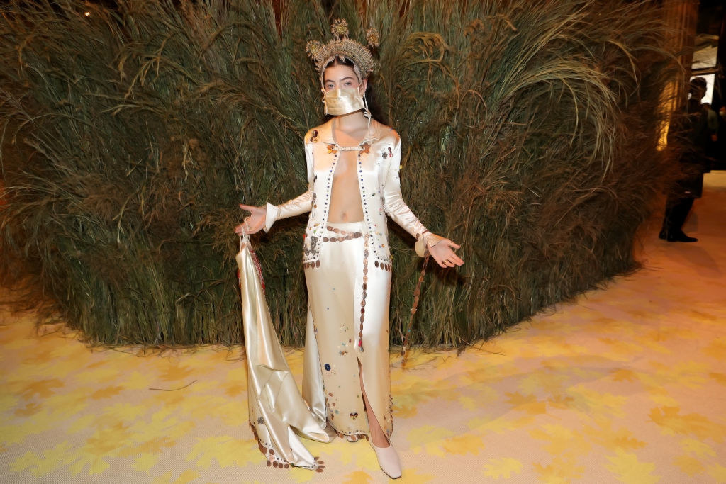Lordearriving at the 2021 Met Gala