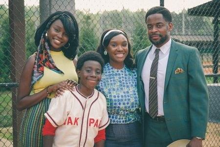 """Laura Kariuki as Dean's sister, Elisha """"EJ"""" Williams as Dean, Saycon Sengbloh as Dean's mother, and Dulé Hill as Dean's father"""
