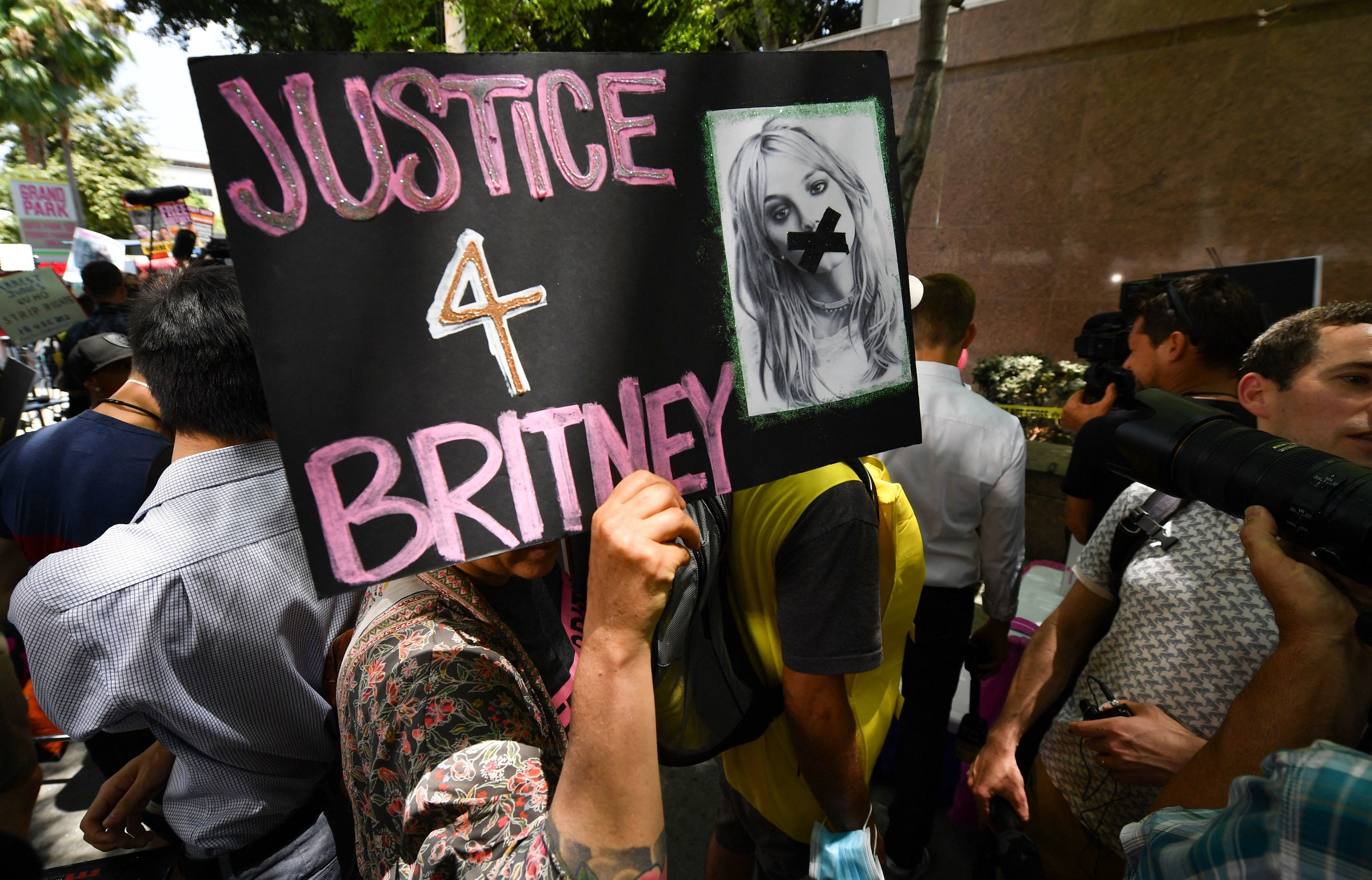 A person holding a 'Justice 4 Britney' sign