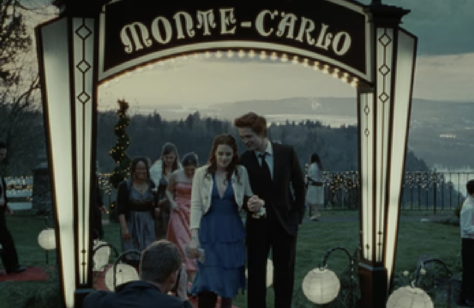 Bella Swan and Edward under a Monte-Carlo Sign