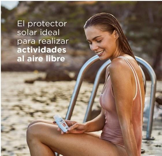 Foto de persona utilizando el protector solar de ISDIN