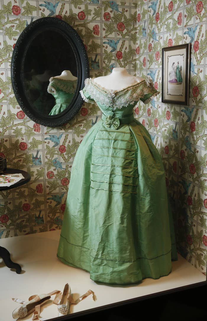 A photo of a green dress on display with traces of arsenic.