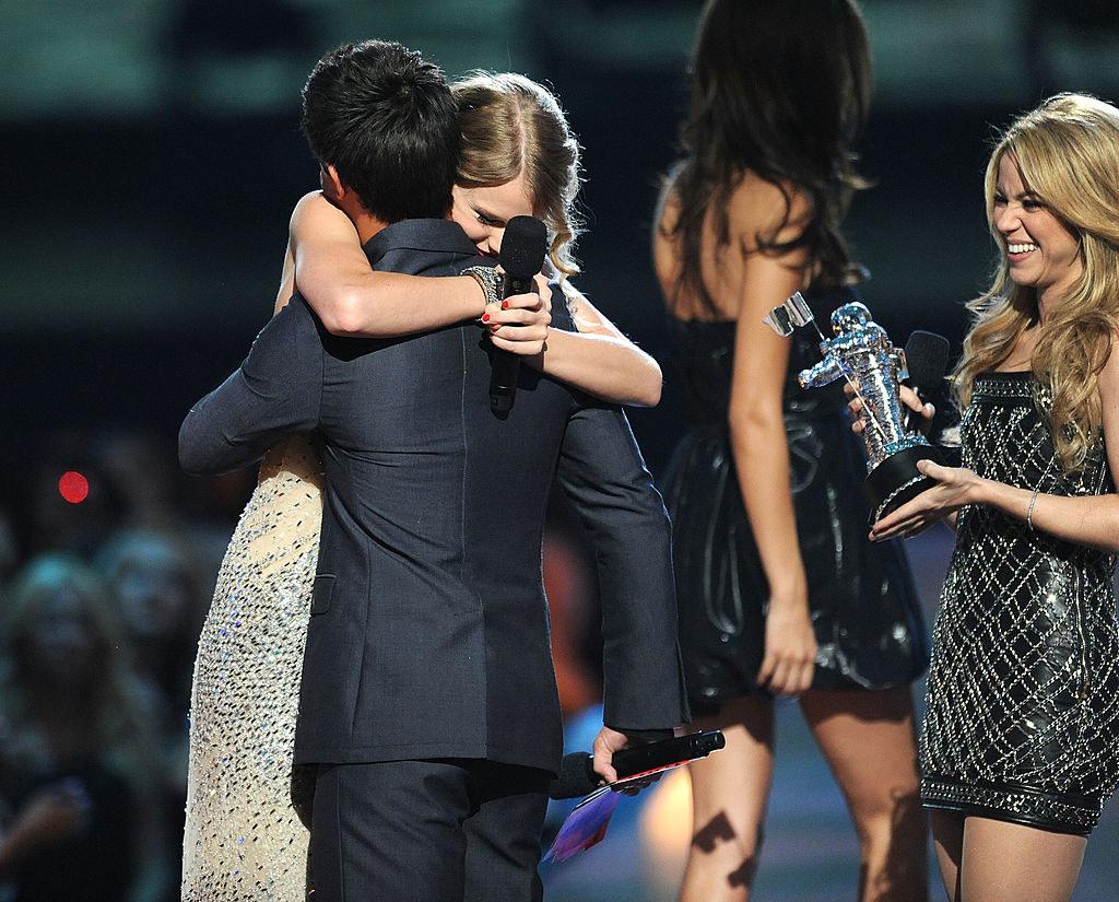 hugging at the 2009 vmas
