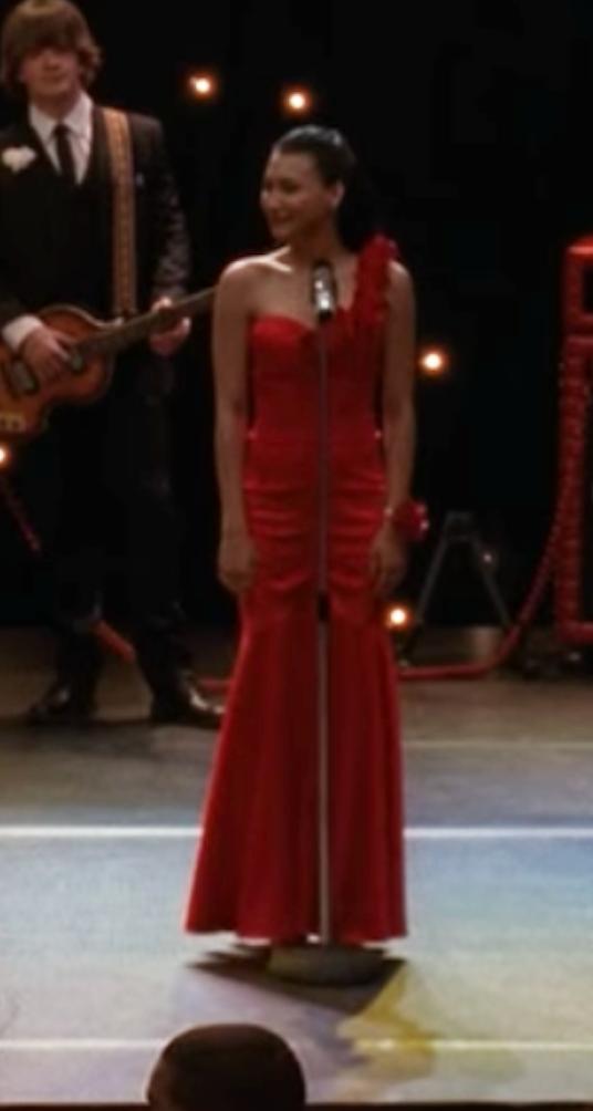 Santana in a mermaid gown that reaches the floor