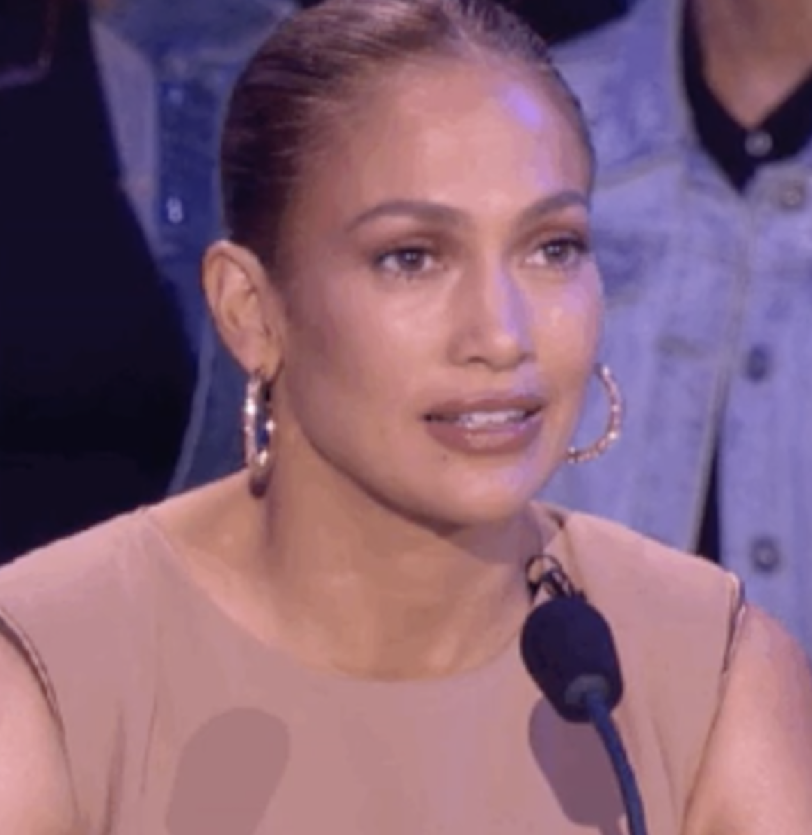 """Jennifer Lopez on """"American Idol"""" giving a dumbfounded expression"""
