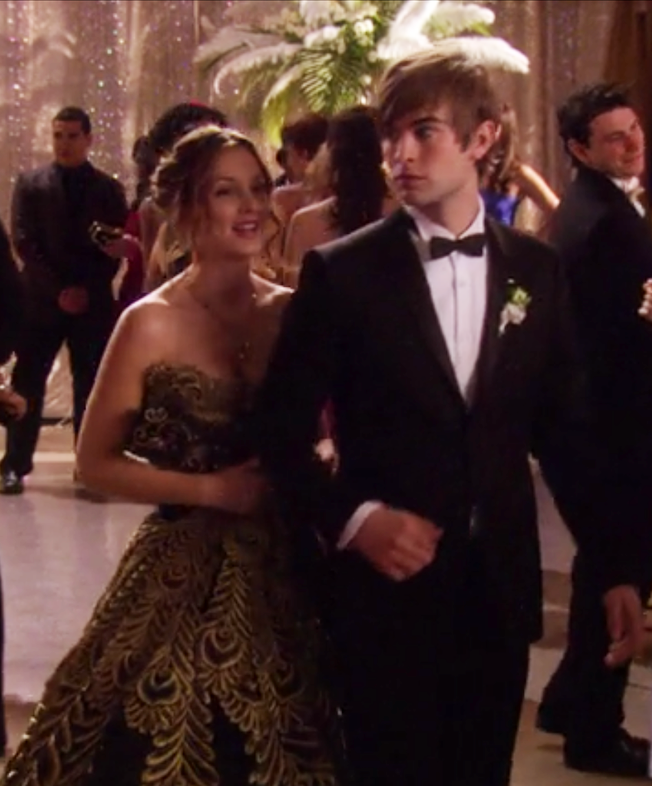 Blair walking into prom with her date