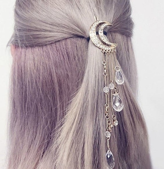 A model wearing the hair clip with dangling crystals