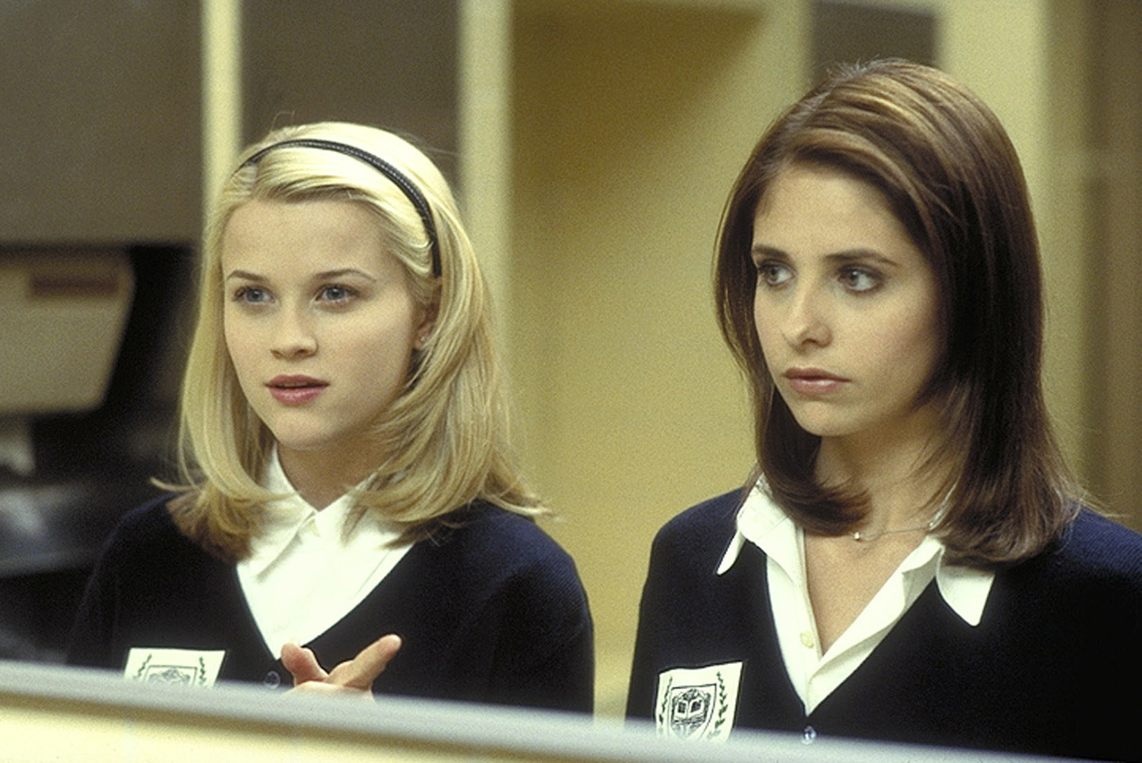 """Kathryn and Annette standing in the bathroom looking in a mirror on """"Cruel Intentions"""""""