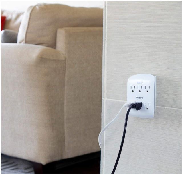 Foto de adaptador de corriente con 6 tomas en color blanco