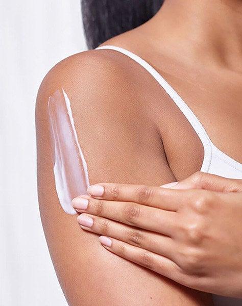 loción Cerave hidratante para rostro y cuerpo para piel seca, con ácido hialurónico