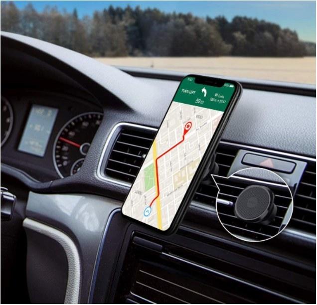 Foto de producto magnético para celular en auto