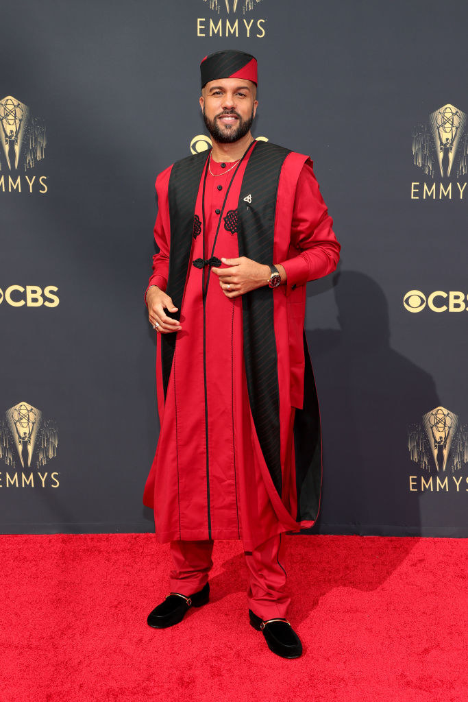 O-T Fagbenle on the red carpet in a red and black tradtional outfit
