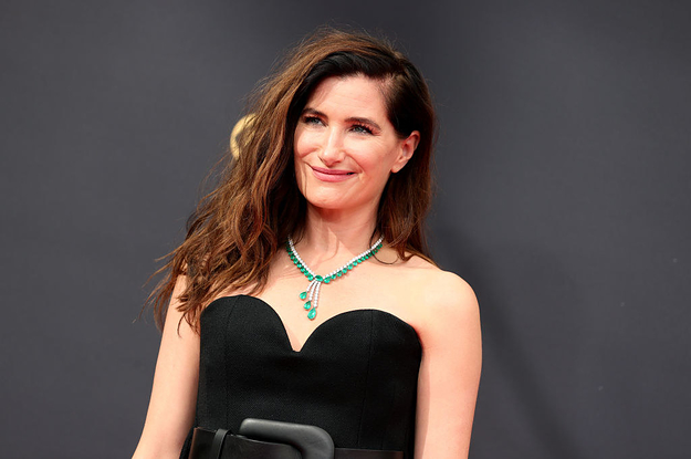 Kathryn Hahn Wore An Enormous Chunky Belt To The Emmys, And I'm Getting Serious '00s Flashbacks - BuzzFeed