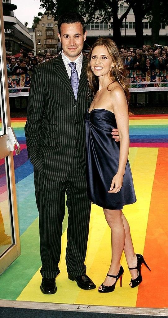"""Freddie Prinze Jr. (L) and Sarah Michelle Gellar arrive at the UK premiere of """"Hairspray"""""""