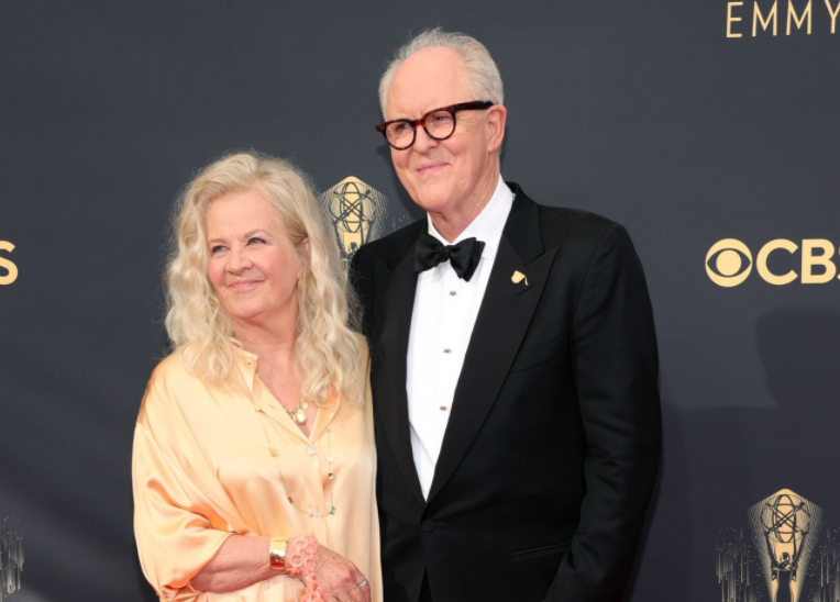 A close up ofJohn Lithgow and Mary Yeager